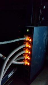 switch de 8 puertos de 1gb a que estan conetados 4 Asus RT-N12E Router/Punto de Acceso/Repetidor WiF